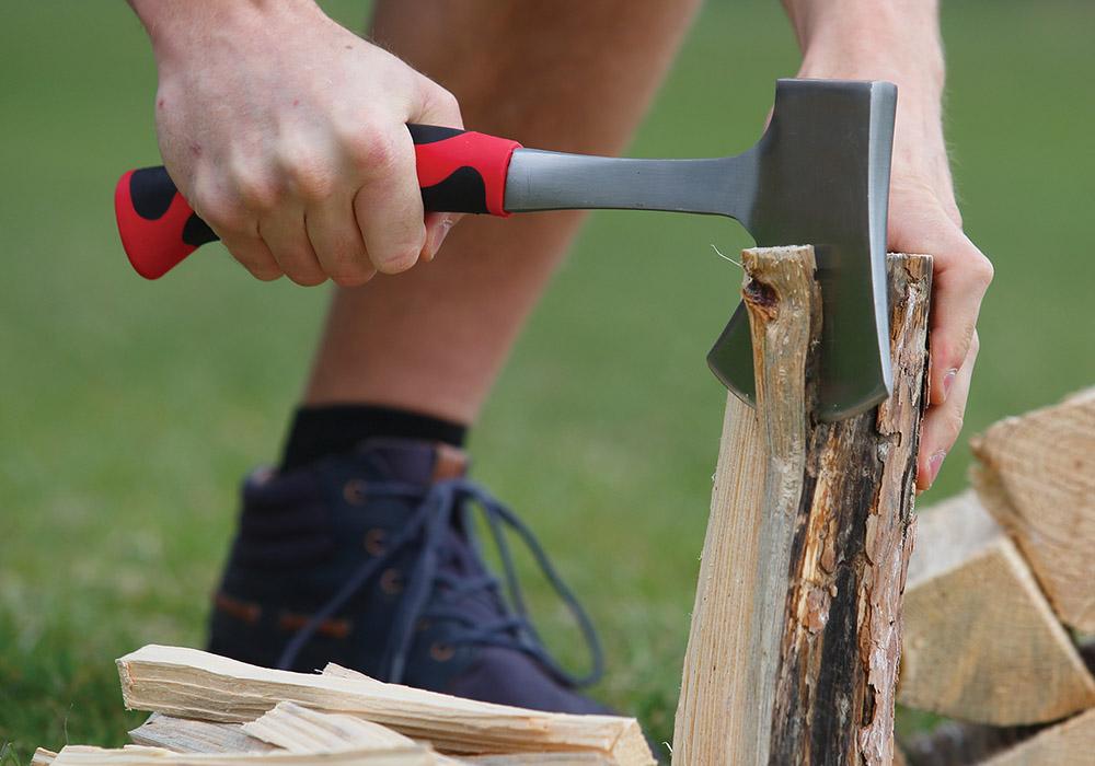Цепене на дърва с туристическа брадва Coghlans Hatchet 35.5 см