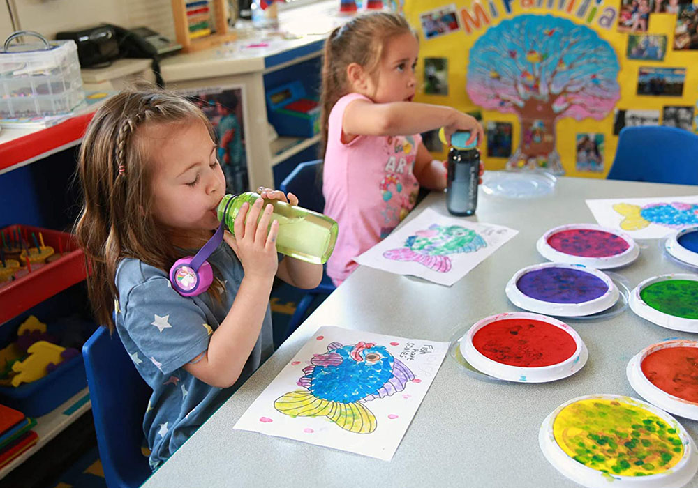 В детската градина с бутилка за вода с филтър LifeStraw Play 2-Stage Filter