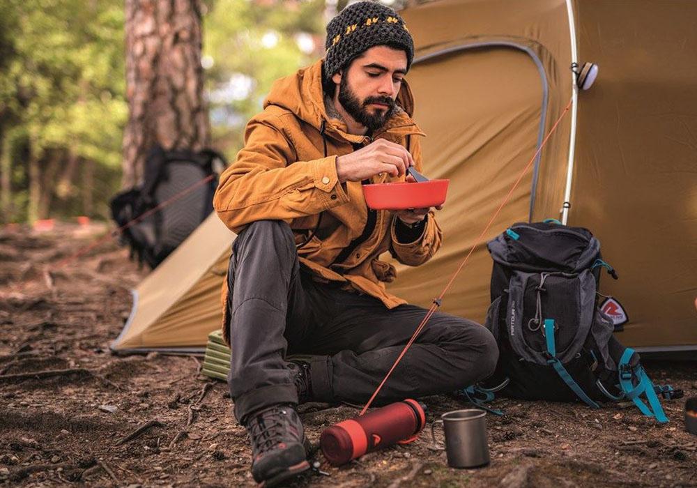 Пред палатката с комплект съдове за хранене Robens Leaf Meal Kit Fire 2020