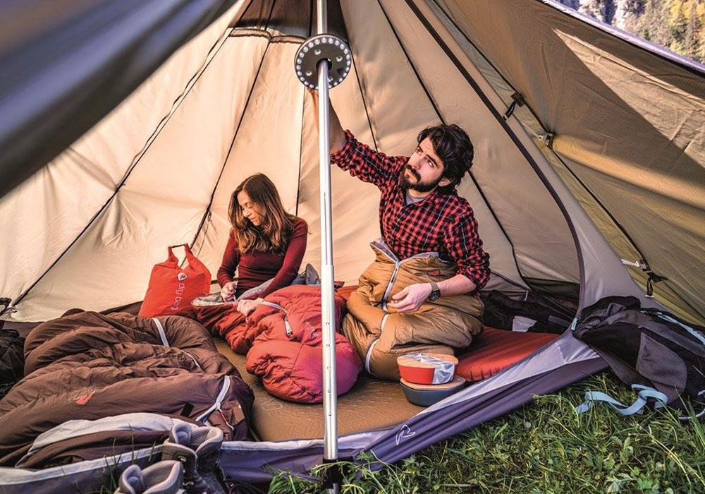 В палатката с комплект съдове за хранене Robens Leaf Meal Kit Fire 2020