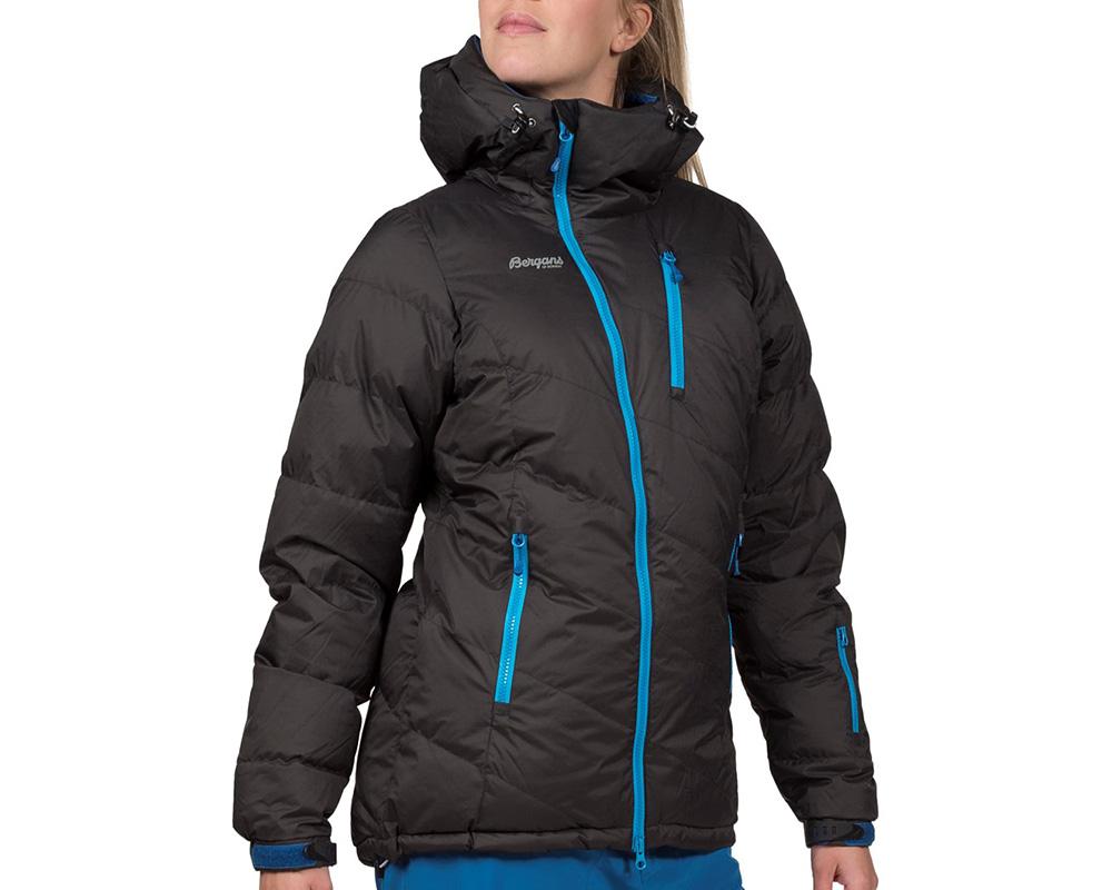 Жена, облечена в дамско пухено ски яке Bergans Fonna Down Lady