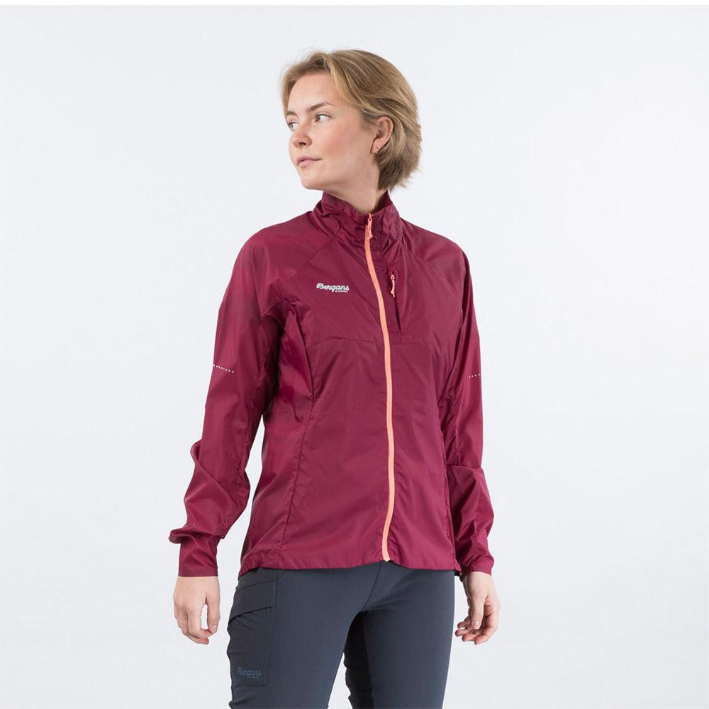 Лице на дамско софтшел яке Bergans Fløyen W Jacket Beet Red 2020