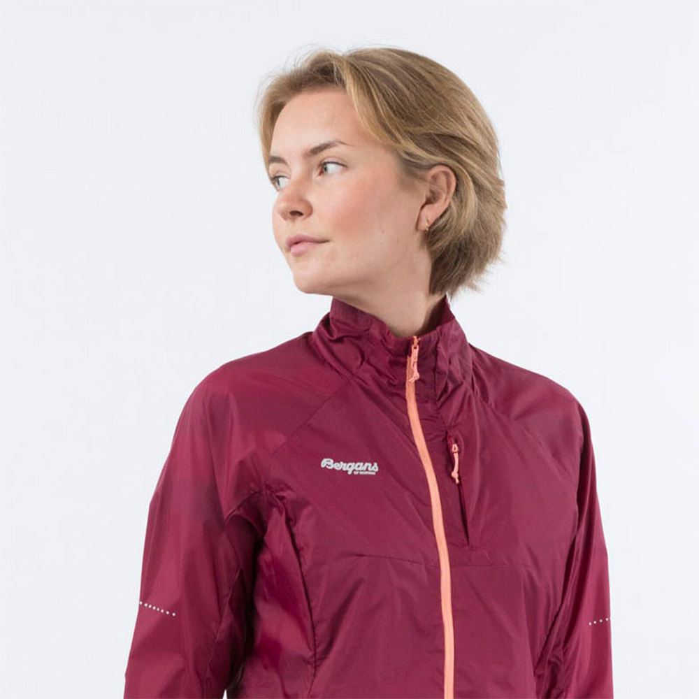 Яка на дамско софтшел яке Bergans Fløyen W Jacket Beet Red 2020