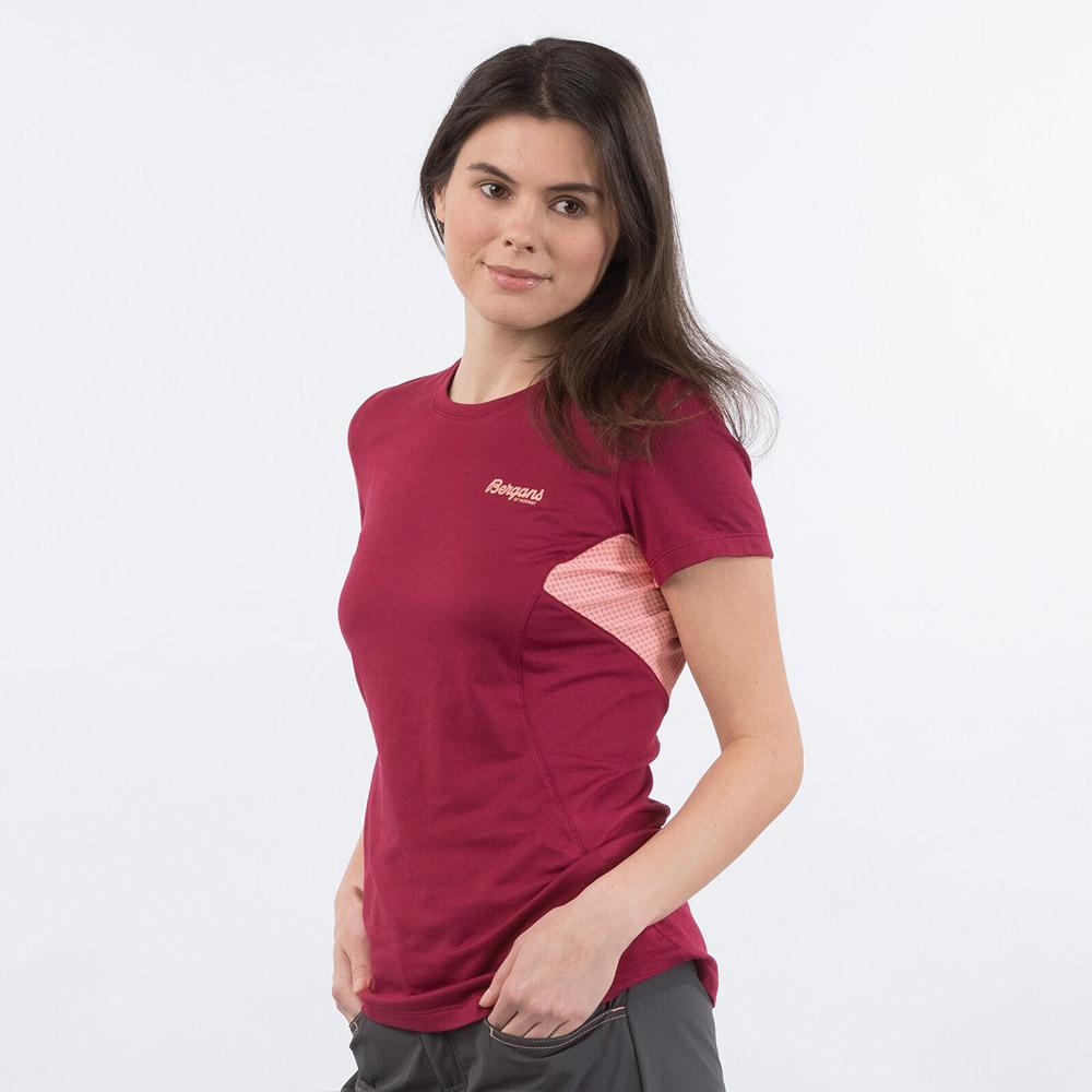 Лице на дамска спортно-туристическа тениска Bergans Fløyen W Tee Beet Red 2020