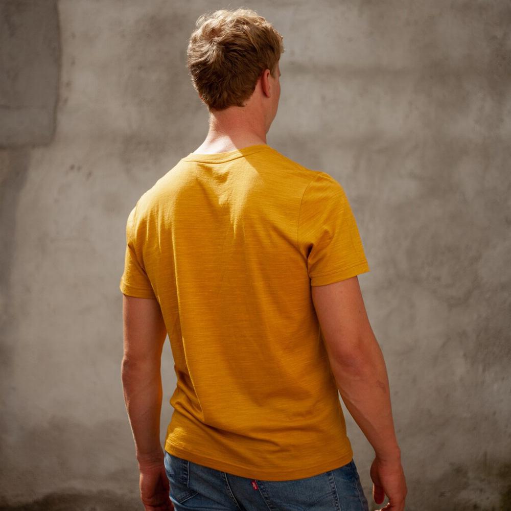 Гръб на мъжка тениска от мерино вълнa Bergans Oslo Wool Tee Mustard Yellow 2021