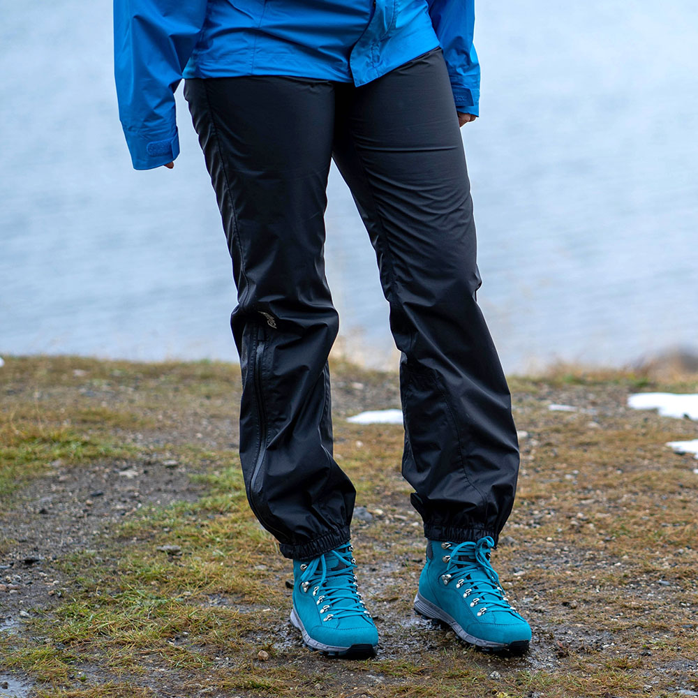 Лице на дамски хардшел панталон Bergans Super Lett Lady Standard Black 2020