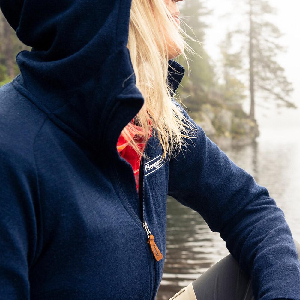 Качулка на дамско яке от мерино вълна Bergans Tuva Light Wool Hood W Navy 2020