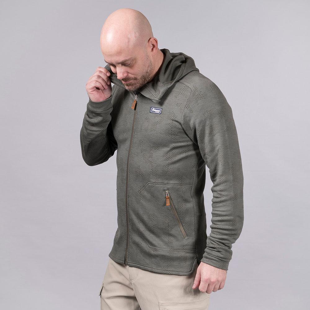 Лице на мъжко яке от мерино вълна Bergans Tuva Light Wool Hood Green Mud Camo 2020