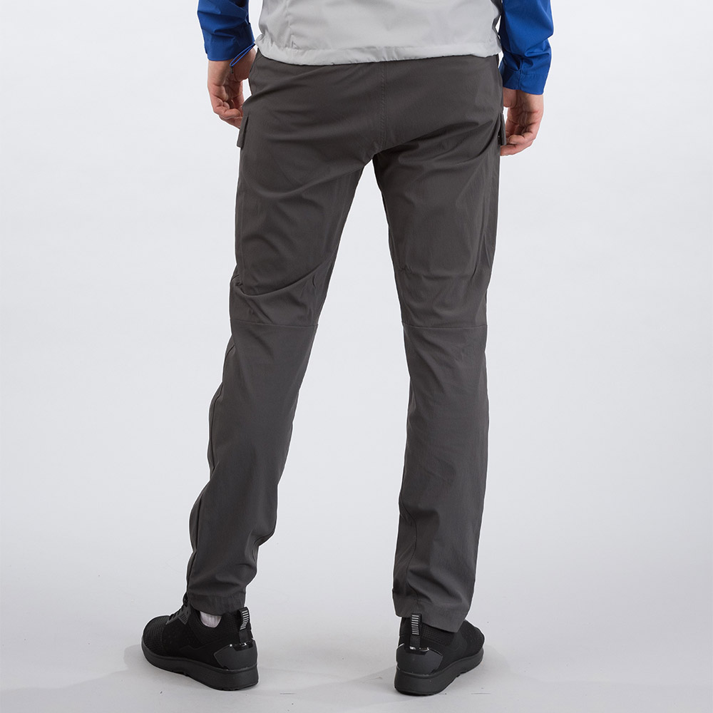 Гръб на мъжки туристически софтшел панталон Bergans Utne Solid Charcoal 2020