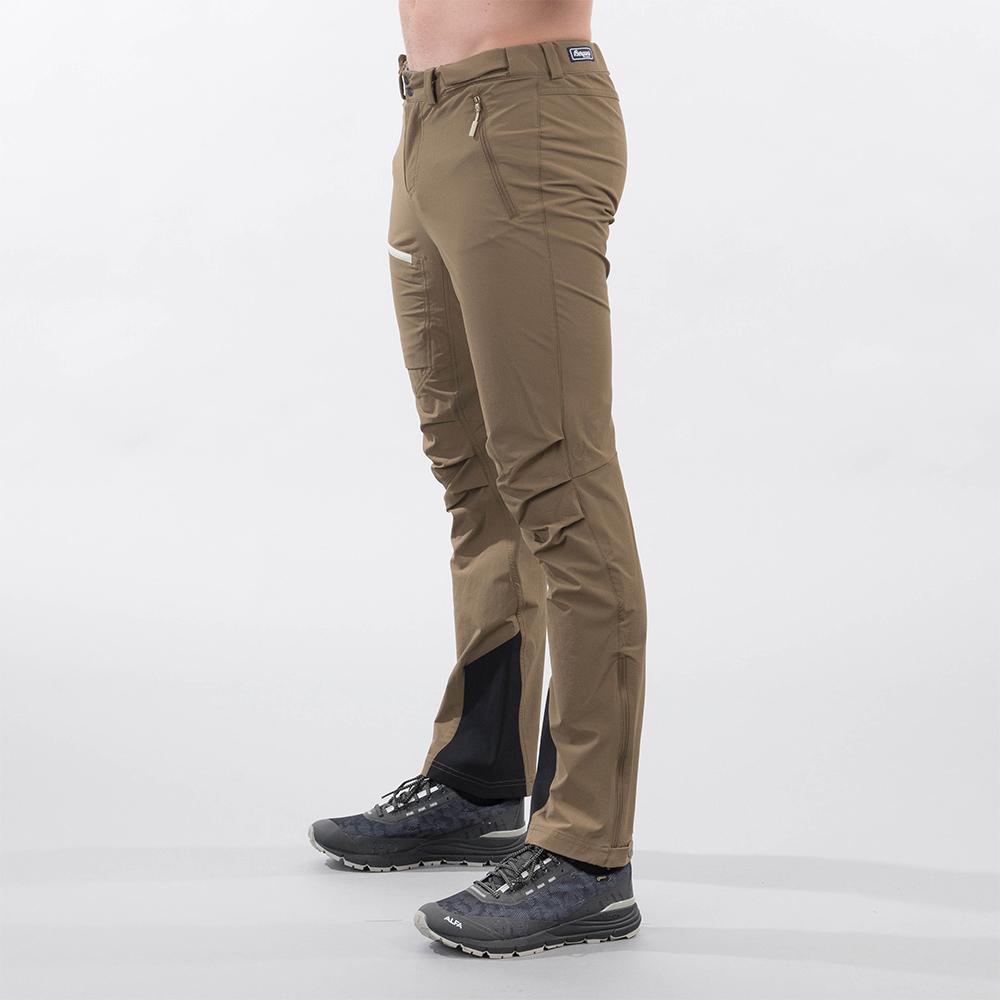Профил на мъжки туристически софтшел панталон Bergans Breheimen Forest Brown 2021