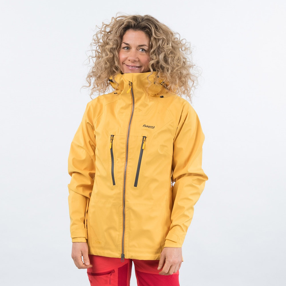 Лице на дамско хардшел яке Bergans Cecilie 3L Jacket Lt Golden Yellow 2021