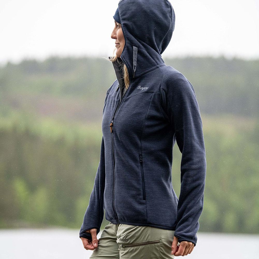 Качулка на дамско поларено яке Bergans Hareid Fleece W Jacket Dark Navy Melange 2021