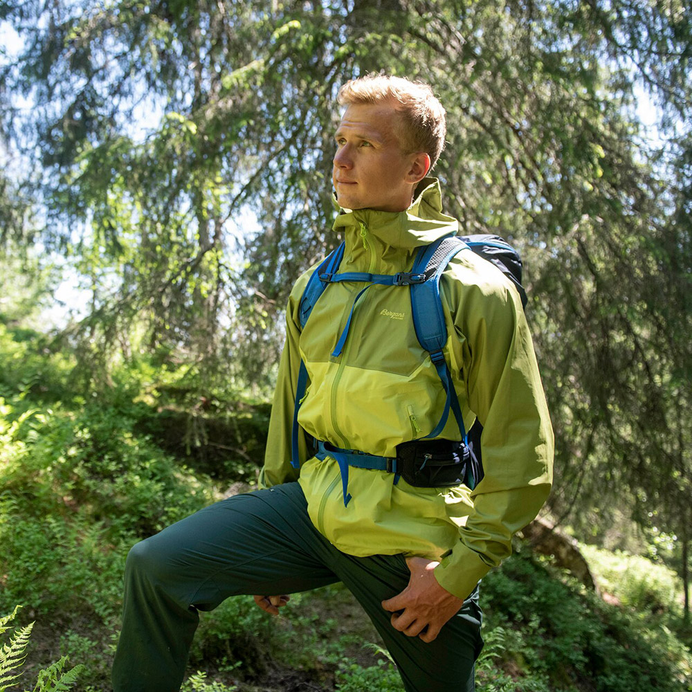 Trekking with Bergans Letto V2 3L Jacket Green Oasis 2021