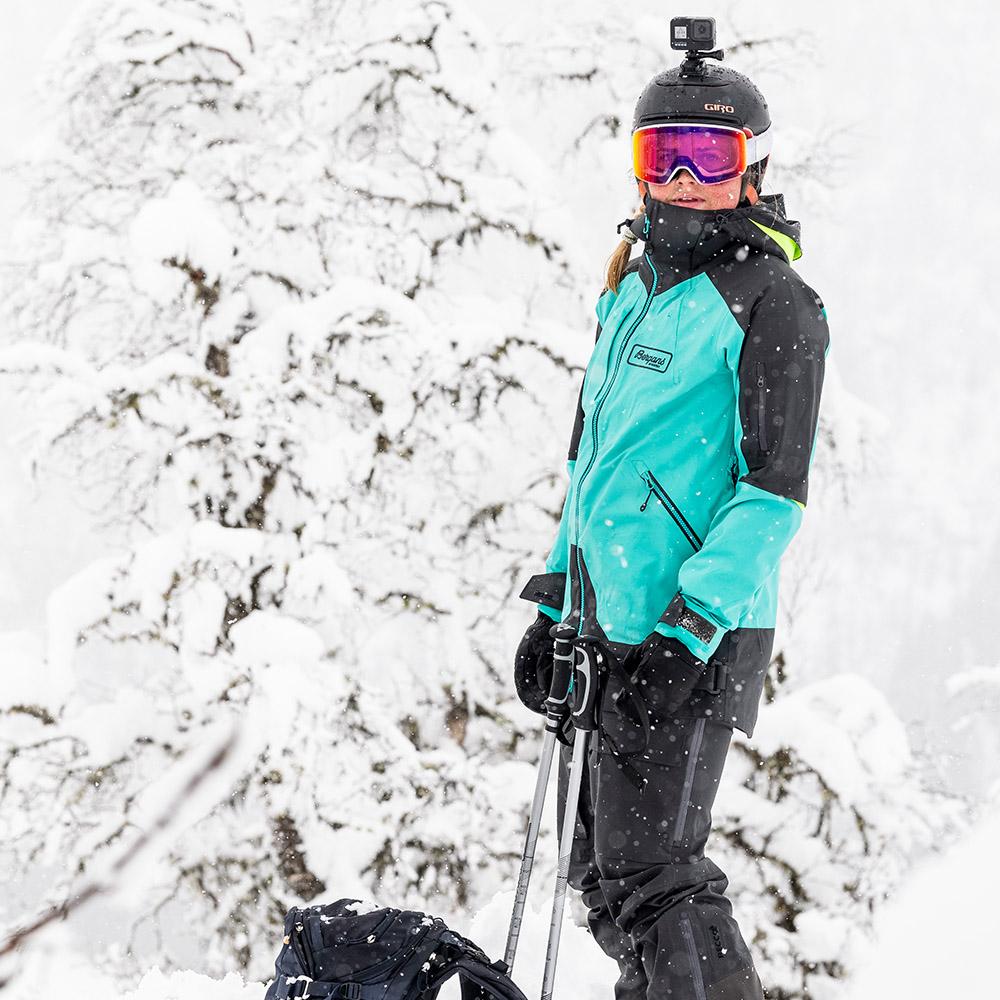 На ски пистата с Bergans Myrkdalen V2 3L W Jacket Light Glacier Lake 2021