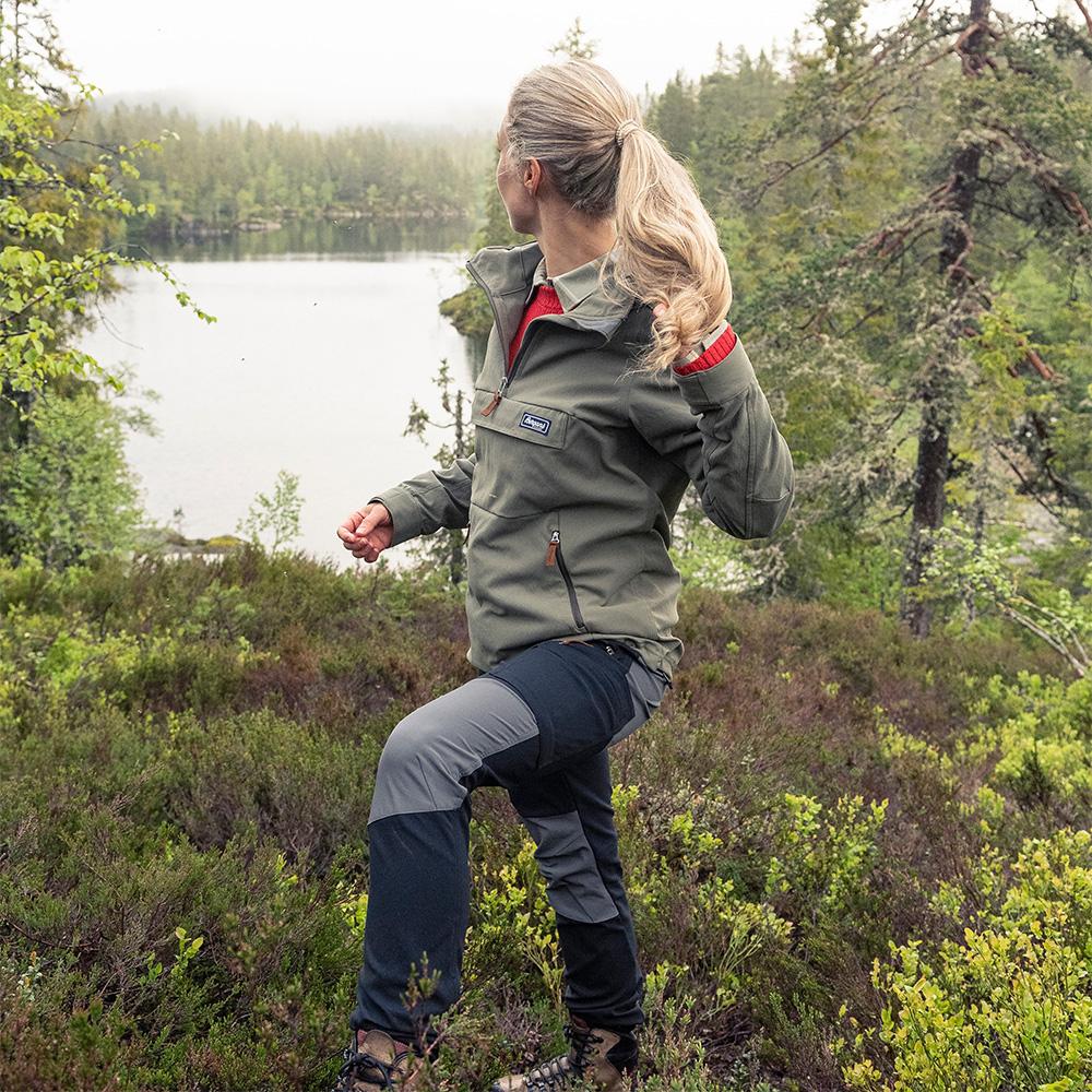 Хайкинг с дамски туристически панталон Bergans Nordmarka Hybrid W Black / Solid Dark Grey 2021