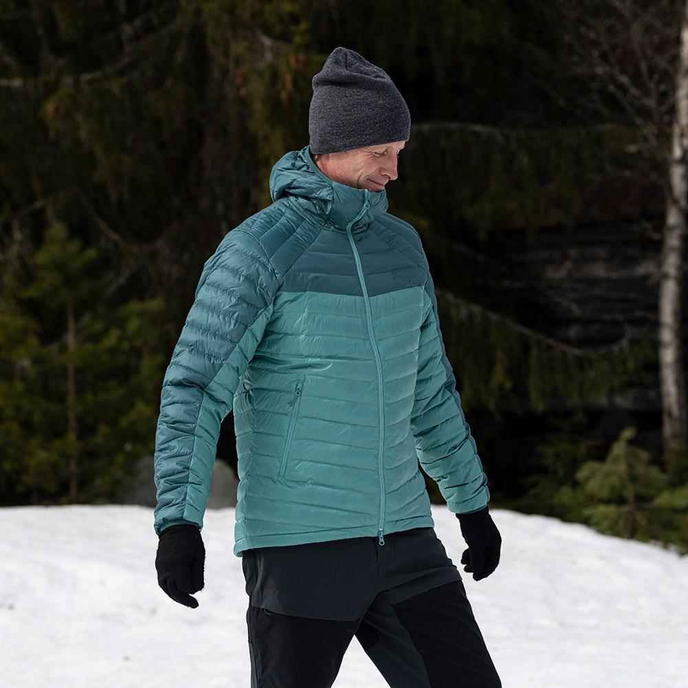 В снежната гора с мъжко пухено яке Bergans Røros Down Light Jacket w/Hood Light Forest Frost 2021
