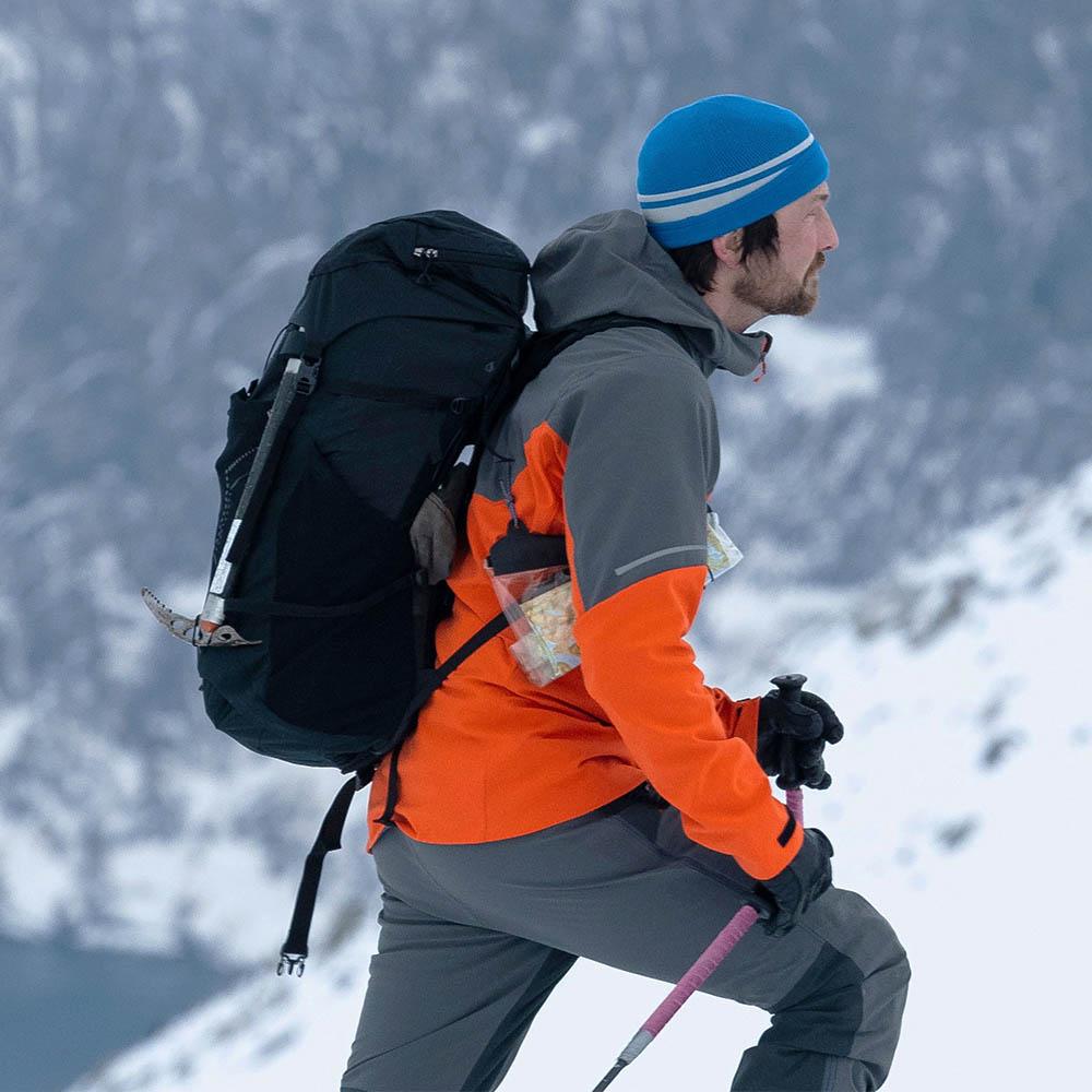 В зимната планина с мъжко софтшел яке Bergans Senja Hybrid Softshell Jacket Bright Magma 2021