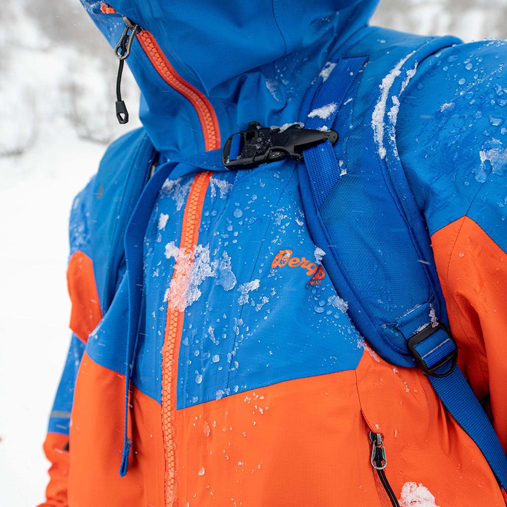 Детайли на мъжко хардшел яке Bergans Senja 3L Jacket Bright Magma / Strong Blue 2021