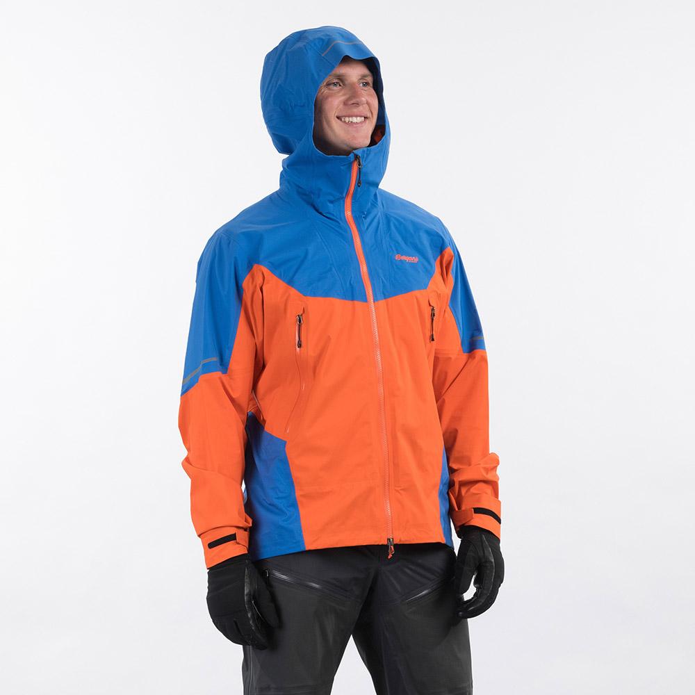 Профил качулка на мъжко хардшел яке Bergans Senja 3L Jacket Bright Magma / Strong Blue 2021