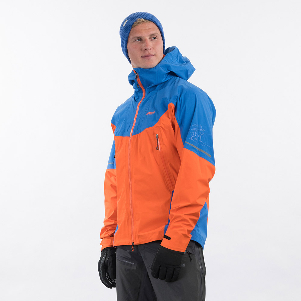Профил на мъжко хардшел яке Bergans Senja 3L Jacket Bright Magma / Strong Blue 2021