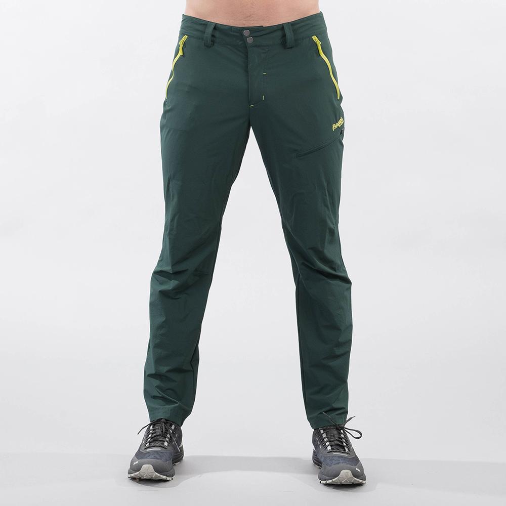 Лице на туристически софтшел панталон Bergans Tyin Pants Dark Forest Frost 2021