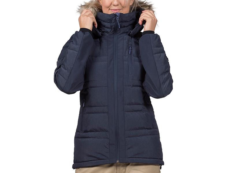 Жена, облечена в дамско пухено яке Bergans Bodø Down Lady Jacket Black