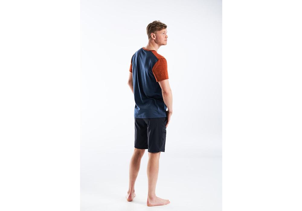 Гръб на мъжка тениска от мерино вълнa Devold Norang Man Tee Brick Melange 2021