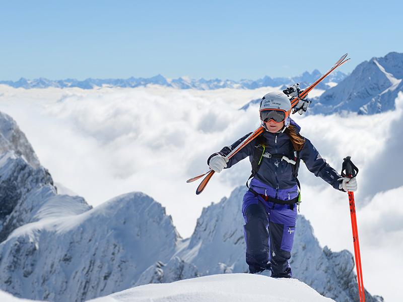 Дамско хардшел ски яке Bergans Myrkdalen Insulated Lady Jacket на върха преди спускане