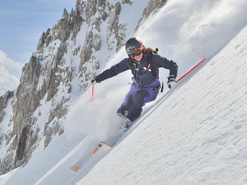 Дамско хардшел ски яке Bergans Myrkdalen Insulated Lady Jacket спускане по пистата
