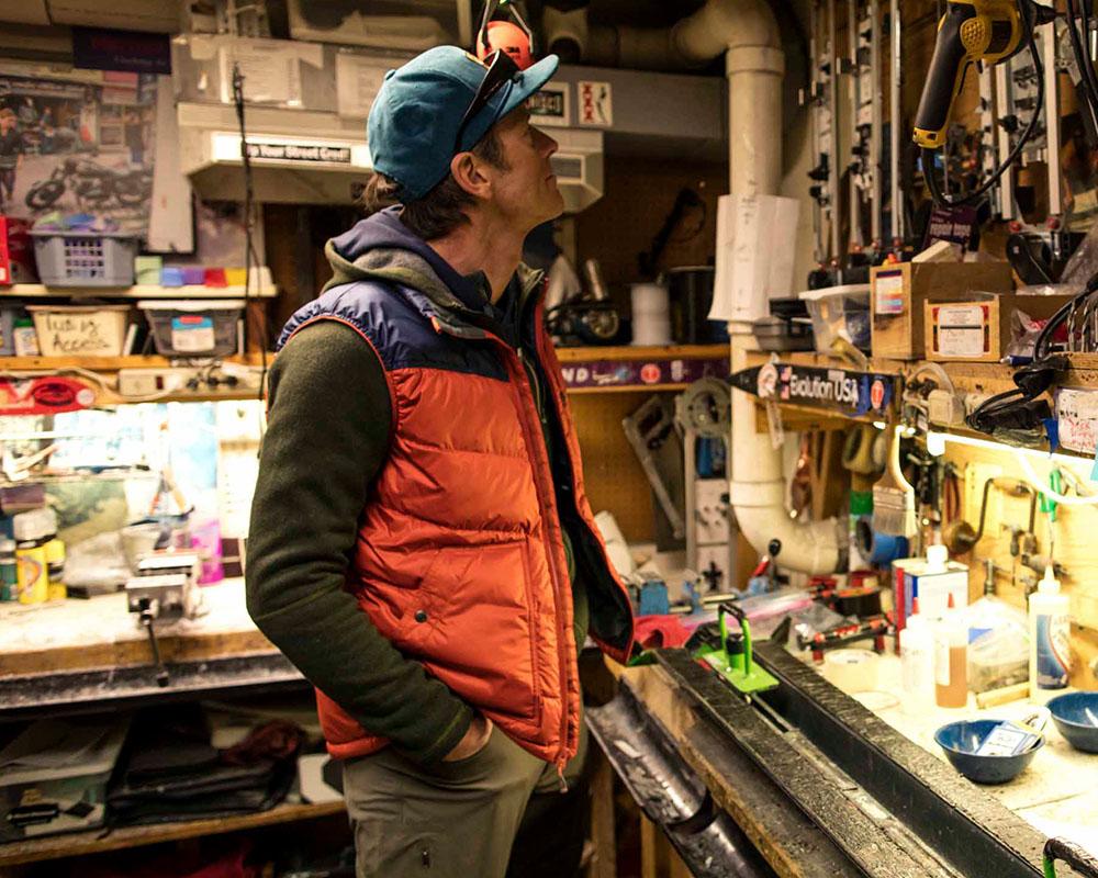 В работилницата с пухен елек Outdoor Research Transcendent Down Vest