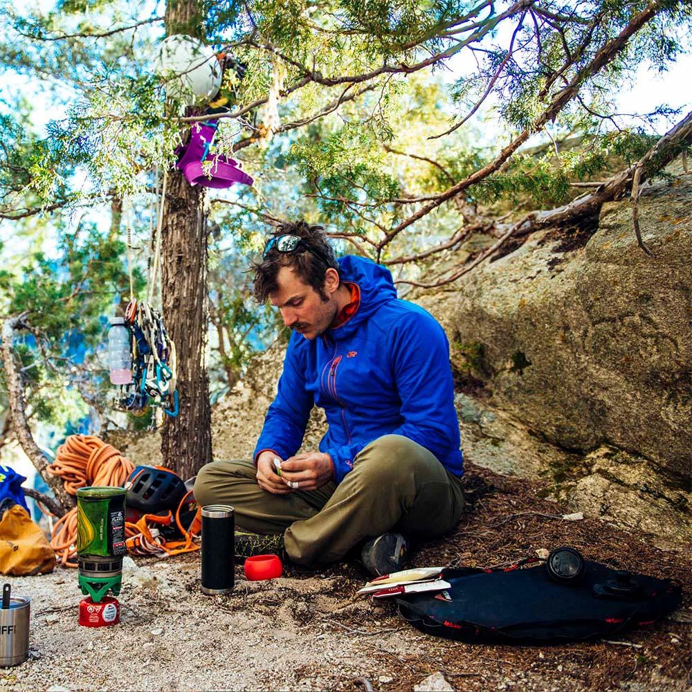 В планината със софтшел яке Outdoor Research Ascendant Hoody Cobalt