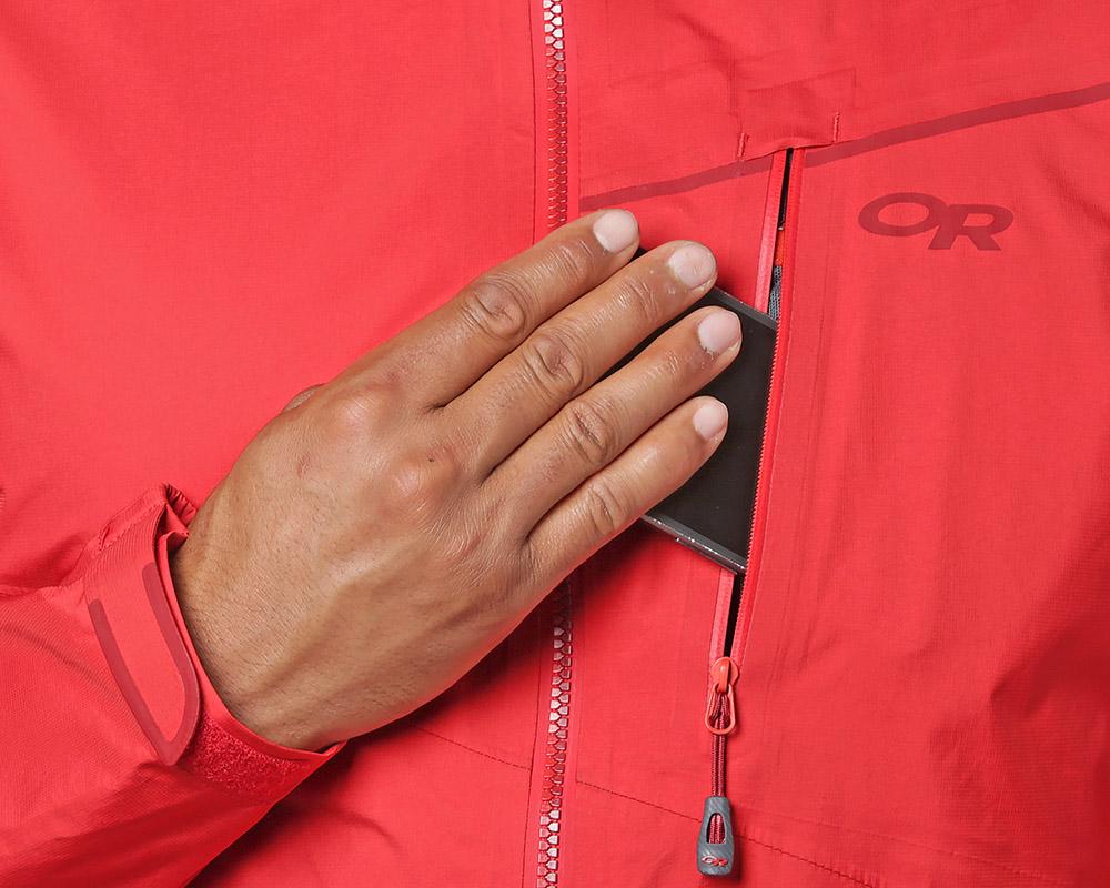 Джоб с цип при гърдите на хардшел яке Outdoor Research Interstellar Jacket