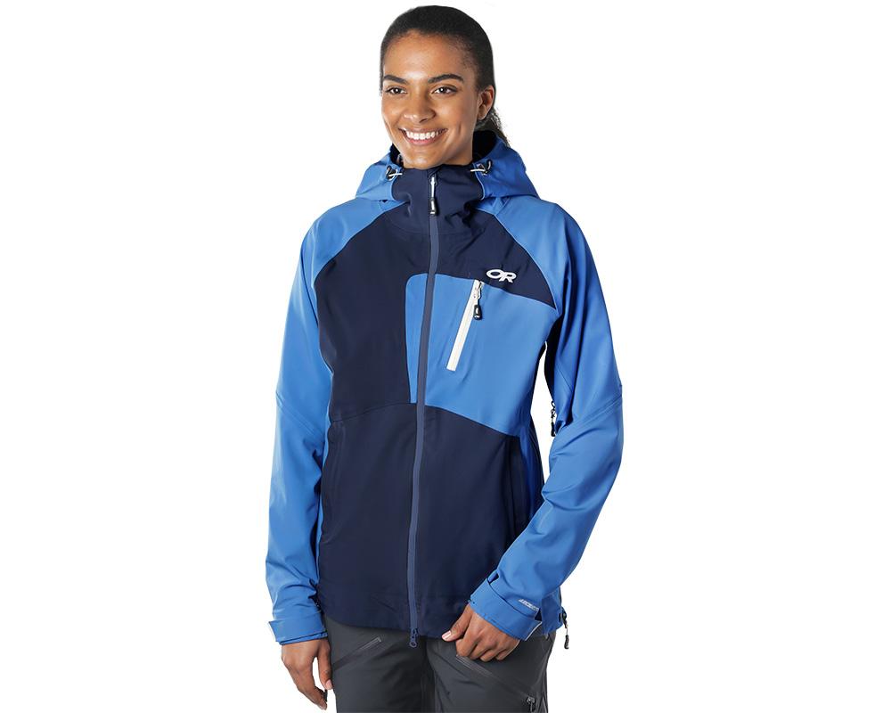 Жена, облечена в хардшел ски яке Outdoor Research Skyward II Jacket Naval Blue 2019