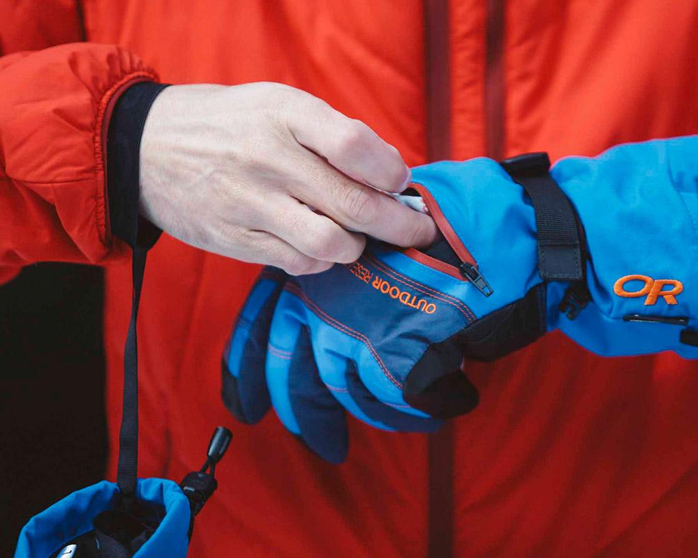 Джоб с цип за поставяне на уормъри ръкавици с GoreTex за ски Outdoor Research Southback Sensor Glove Black