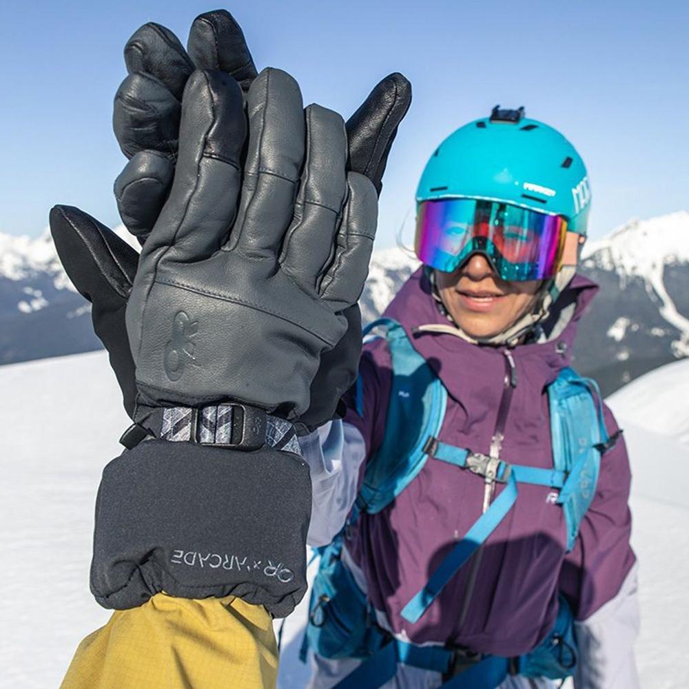 На ски пистата с Outdoor Research Carbide Sensor Gloves Black / Storm