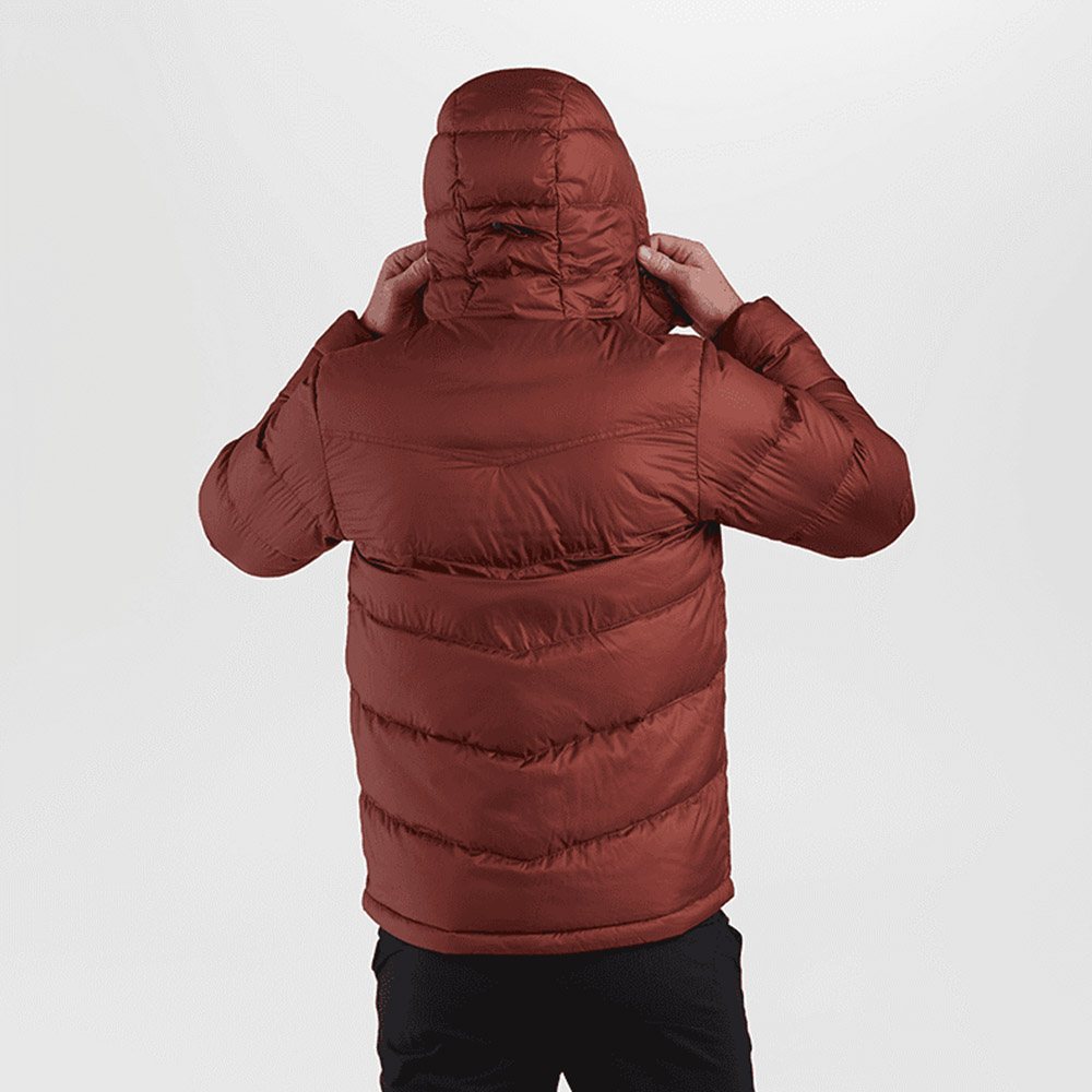Гръб с качулка на мъжко пухено яке Outdoor Research Transcendent Down Hoody Madder 2021
