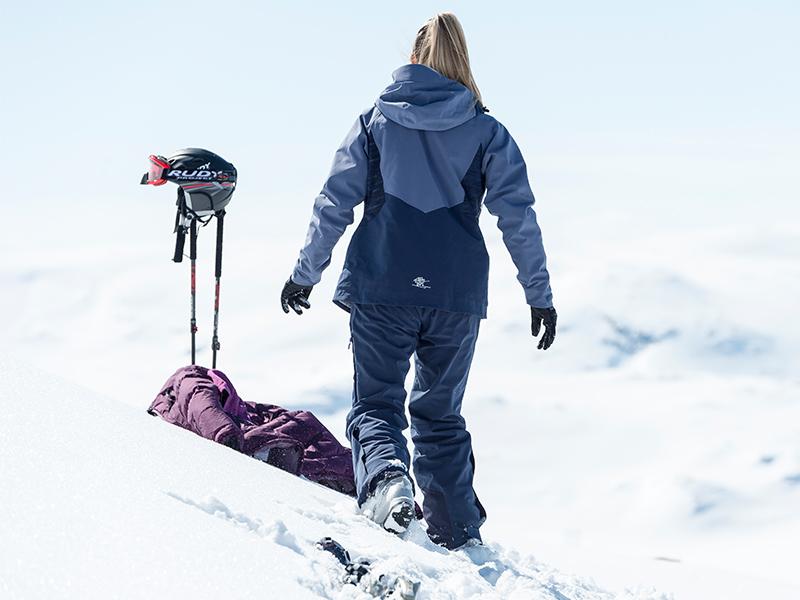 Дамско хардшел ски яке Bergans Oppdal Lady Jacket на пистата