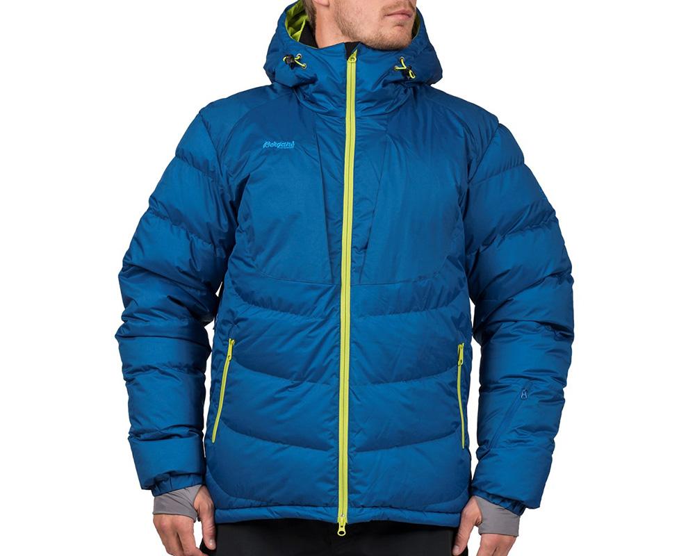 Мъж, облечен в пухено ски яке Bergans Sauda Down Jacket 2019