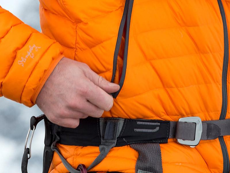 Високи джобове пухено яке с качулка Bergans Slingsbytind Down Jacket w/Hood