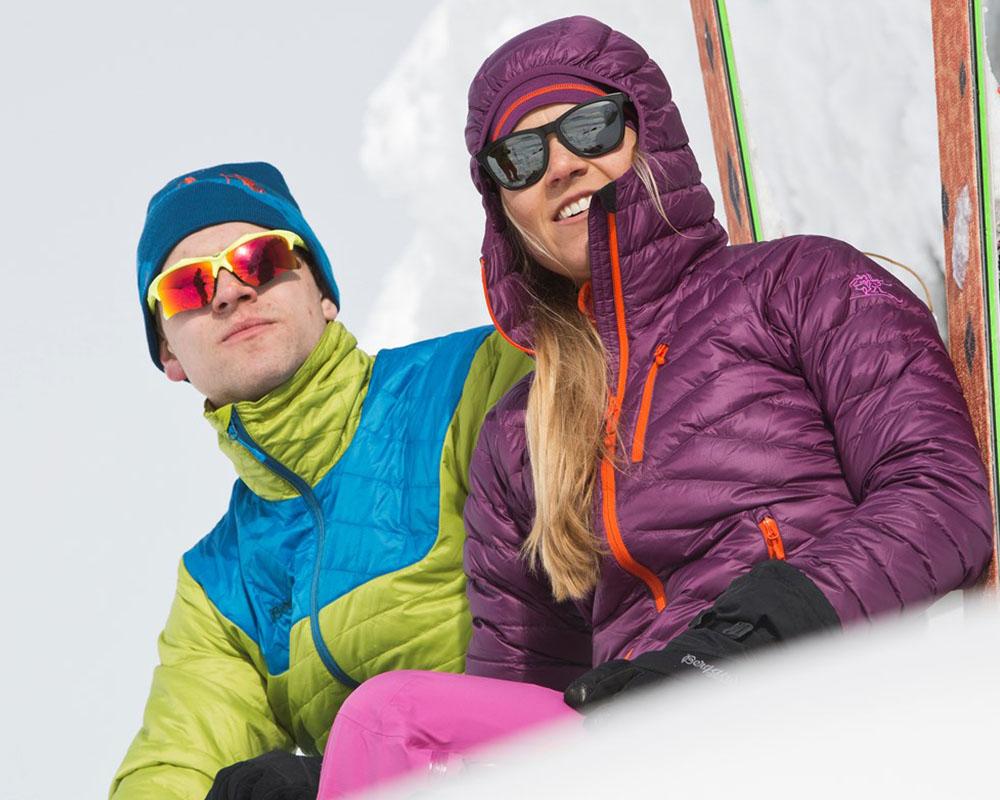 В снежната планина с дамско пухено яке с качулка Bergans Slingsbytind Down Lady Jacket