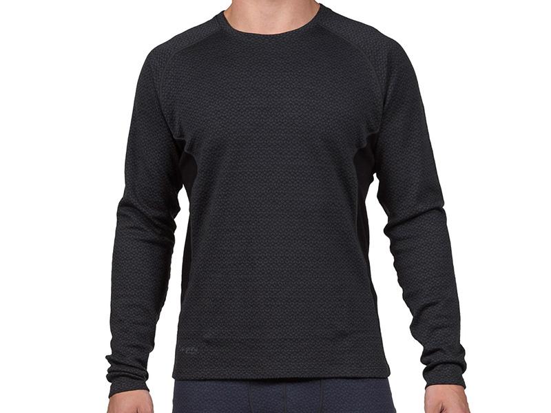 Мъж, облечен в термо блуза от мерино вълна Bergans Snøull Shirt
