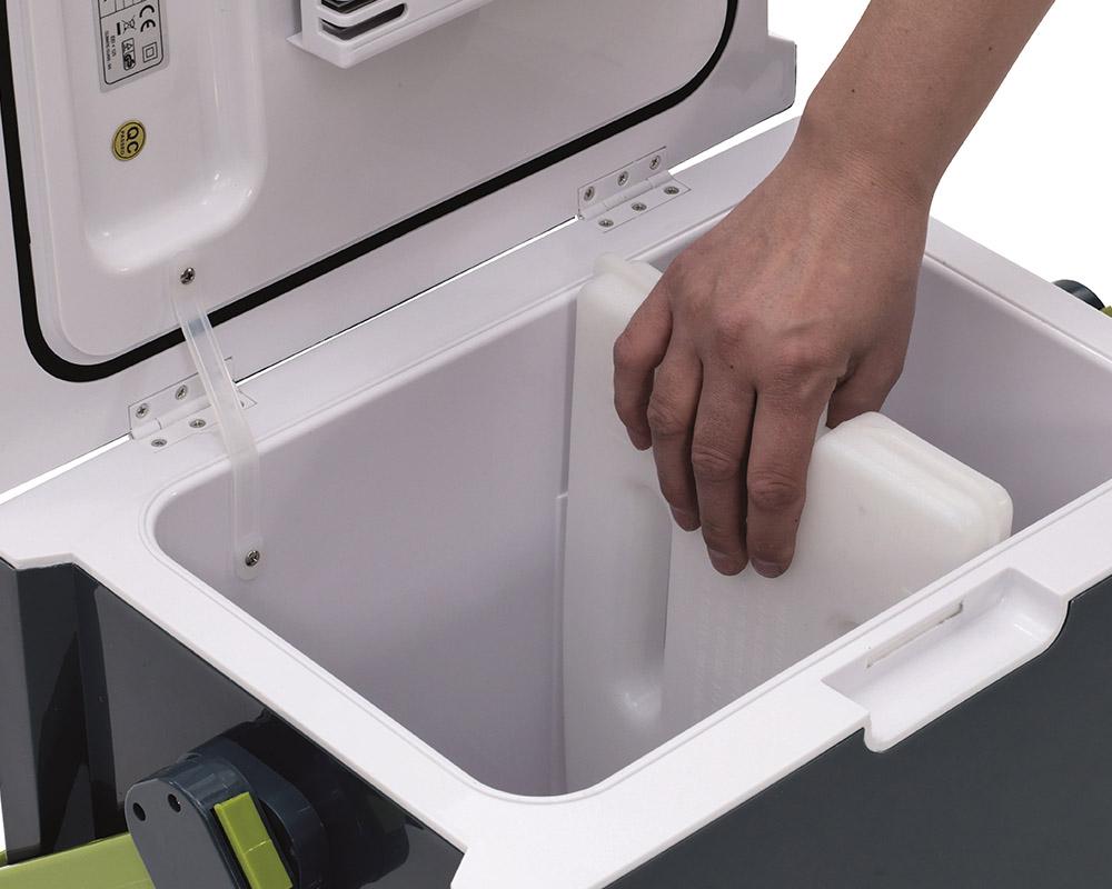 Електрическа хладилна чанта Outwell ECOcool box охладителен пакет във вътрешността