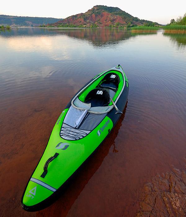 надуаем каяк в езеро