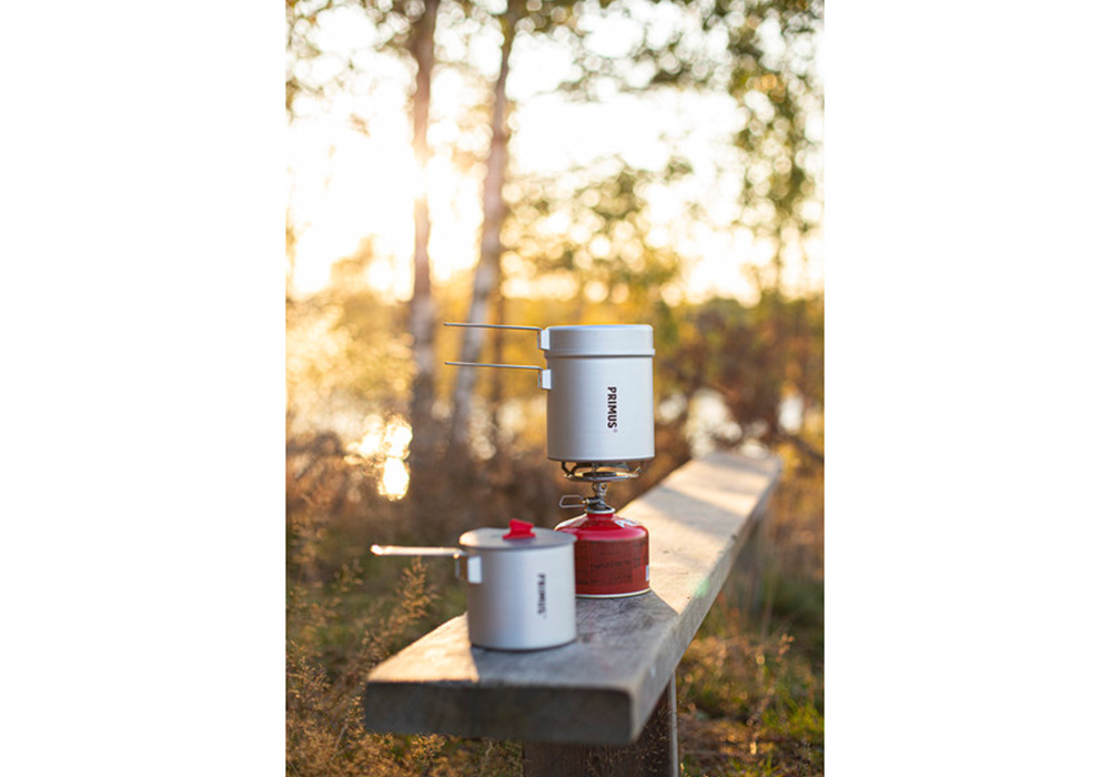 В природата с туристически газов котлон Primus Essential Trail Stove 2020