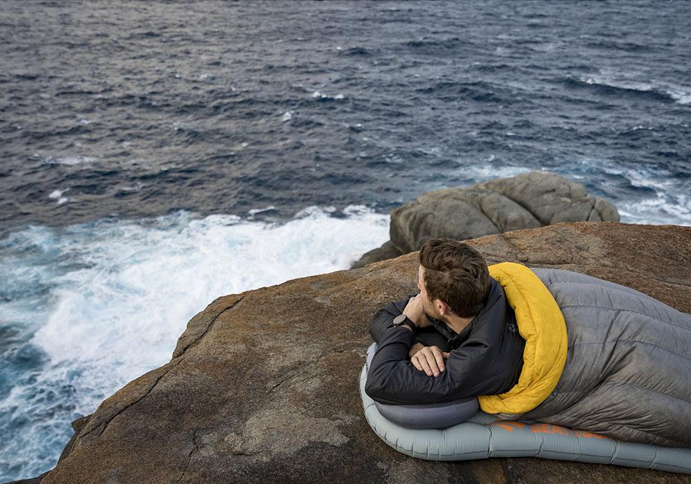 Край морето с надуваема постелка Sea to Summit Ether Light XT