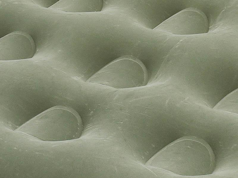 детайлна снимка на надуваемо легло