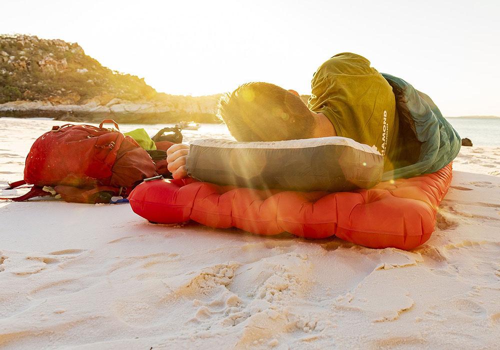 Спане на плажа със Sea to Summit Comfort Plus XT Insulated Air Mat Rectangular Regular Wide 2020