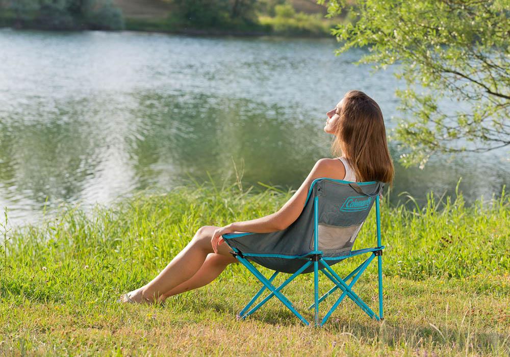 На къмпинг със сгъваем плажен стол Coleman Kickback Breeze Blue 2019