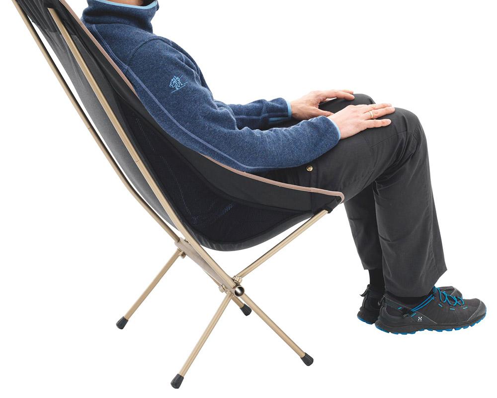 Туристически ултралек сглобяем стол Robens Observer седнал човек
