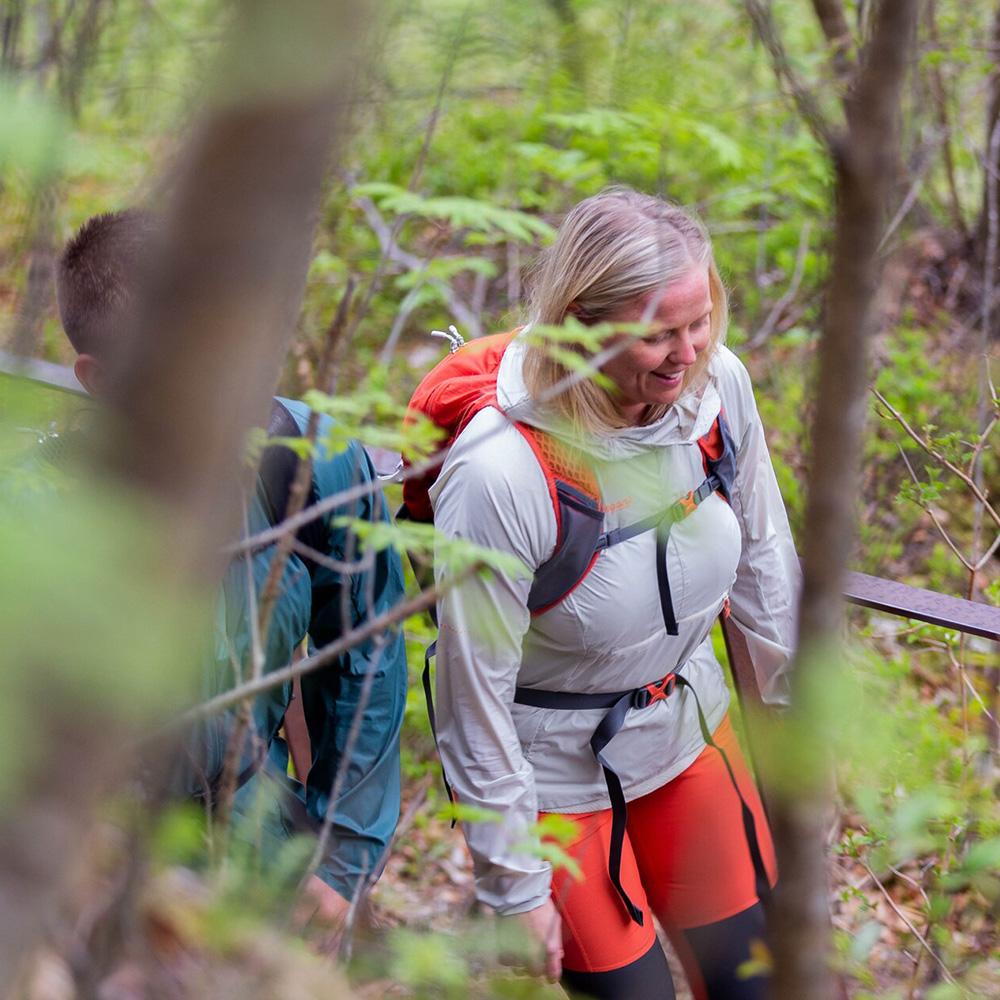 Trekking with Bergans Driv W 12 Brick / Cantaloupe 2021